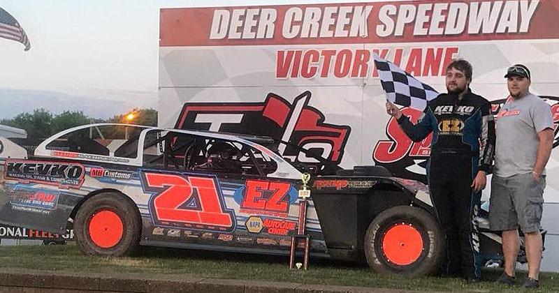 Bleess blasts to USRA Modified feature win at Deer Creek